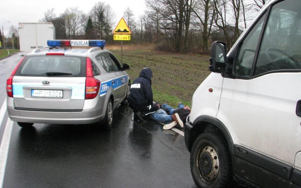 Nieudana ucieczka skradzionym samochodem
