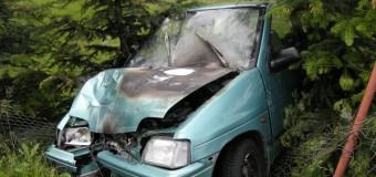 Uratowali człowieka z płonącego samochodu