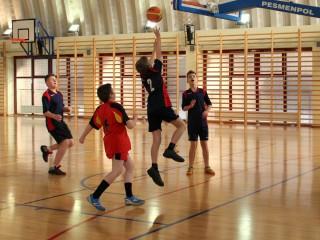 koszykówka chłopców zawody powiatowe 12 lutego 20115 r. 078
