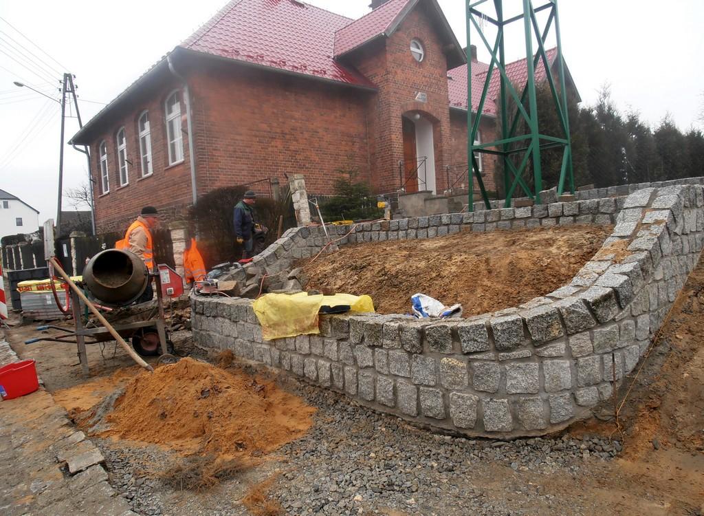Odnowienie dzwonnicy i krzyża w Wichrowie