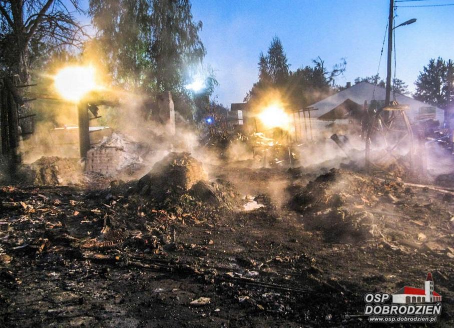 Nocna walka z pożarem w Dobrodzieniu