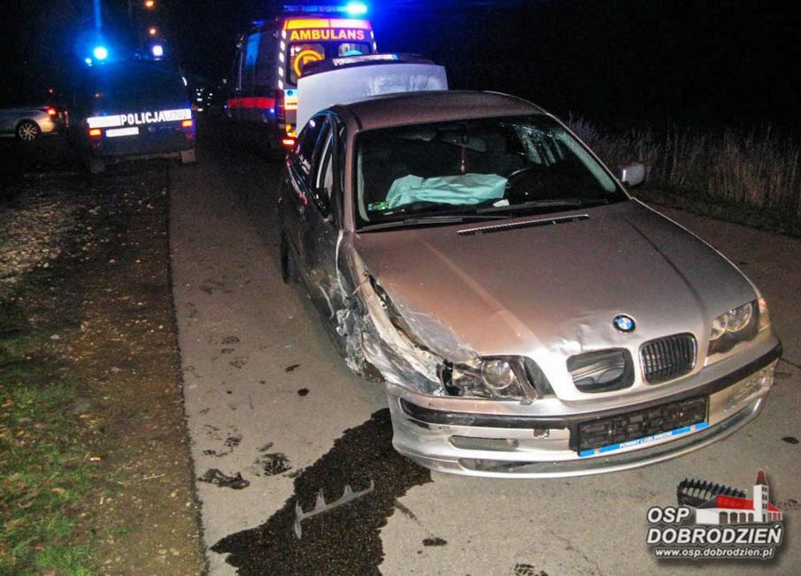 Kuriozalne zdarzenie w Gosławicach. Kierujący BMW staranował siedem zaparkowanych samochodów