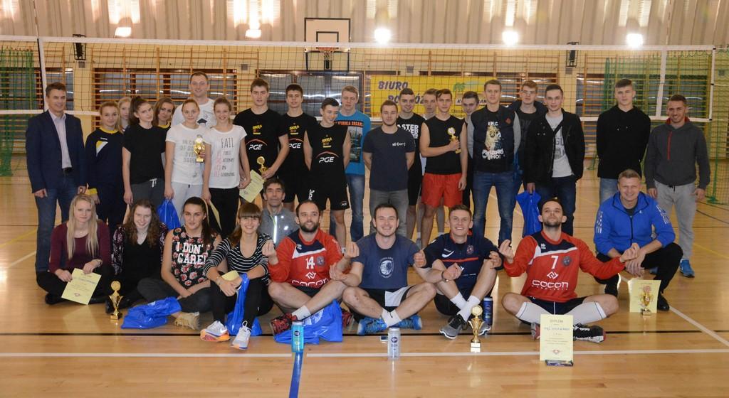 """VI Mikołajkowy Turniej """"Trójek Siatkarskich"""" o Puchar Dyrektora ZS w Oleśnie"""