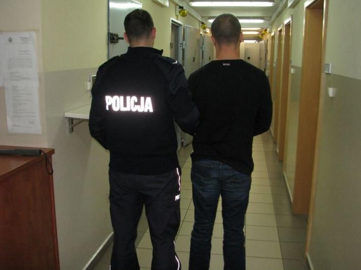 Policjanci z Praszki zatrzymali złodzieja kosmetyków