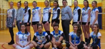 Oleskie siatkarki z medalami, Praszka szósta