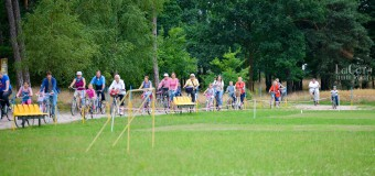 W Wojciechowie całe rodziny wybrały się na wycieczkę rowerową