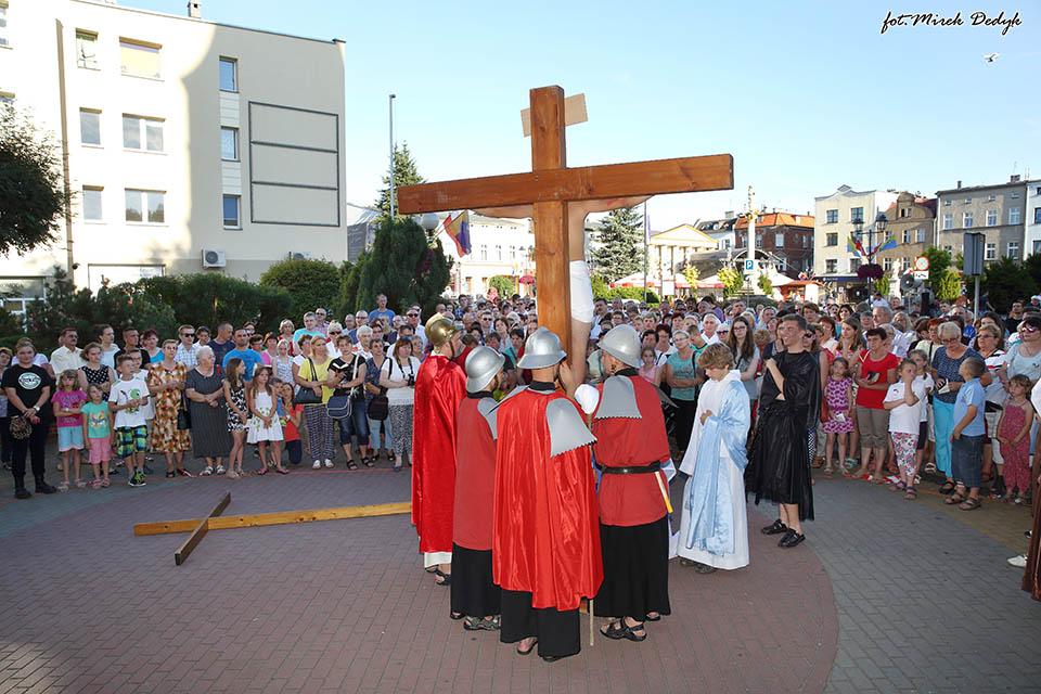 Droga Krzyżowa ulicami Olesna w obiektywie