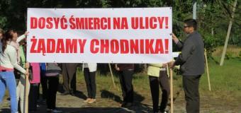 Manifestacja w Myślinie – mieszkańcy walczą o chodnik