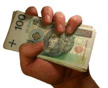 Ile zarabia się w miastach powiatu? Najwięcej w Praszce, najmniej w Dobrodzieniu