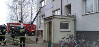 Pożar bloku w Praszce. Ewakuowano 22 osoby
