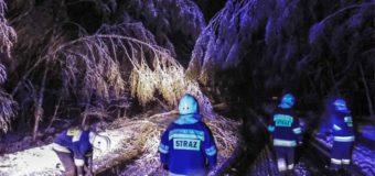 Wiosenna śnieżyca – strażacy mieli pełne ręce roboty