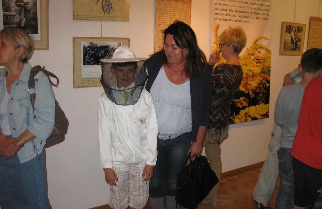 Kapłan zakochany w pszczołach