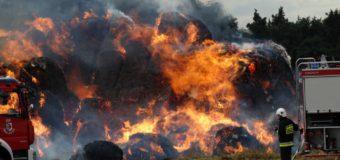 Duży pożar słomy w Oleśnie. To mogło być podpalenie