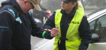 Policjantki rozdawały odblaski