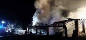 Duży pożar budynków gospodarczych w Sowczycach