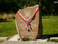 W Praszce oficjalnie odsłonięto nowy obelisk. Upamiętnia ważne wydarzenie