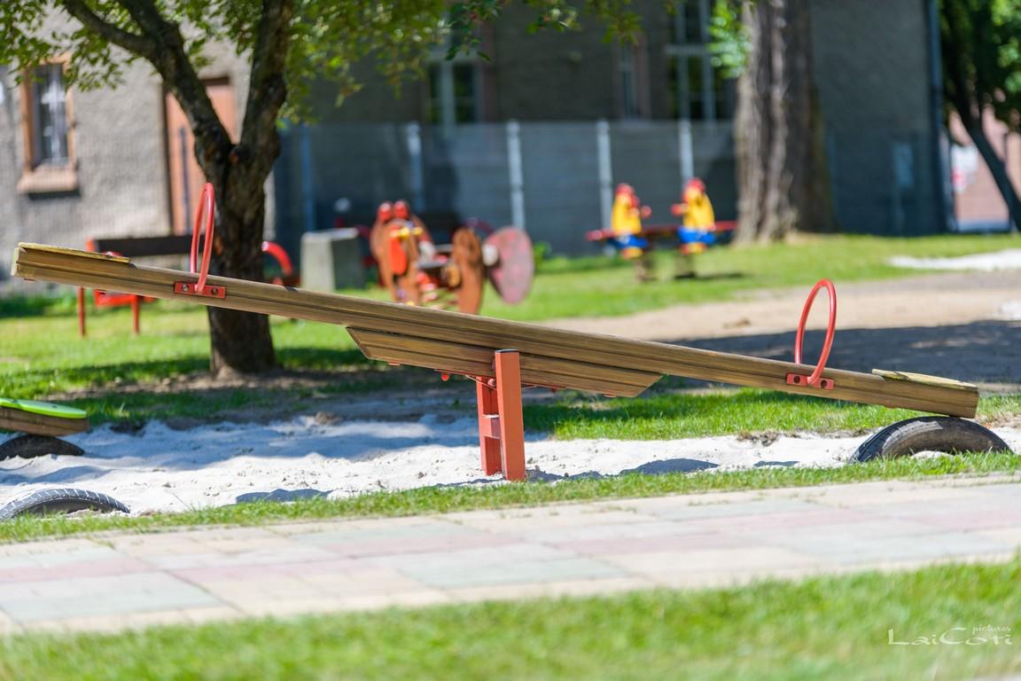 Wypadek na placu zabaw w Oleśnie. Szybka interwencja zapobiegła tragedii
