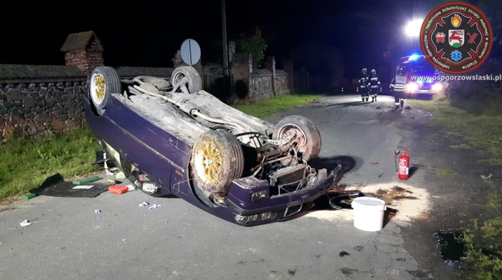 Pijany 21-latek dachował BMW