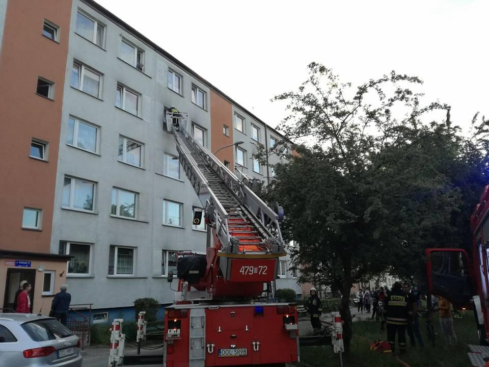 15 osób ewakuowanych z bloku w Praszce. Przyczyną spalona kolacja