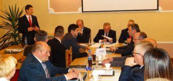 I Sesja Rady Miejskiej w Dobrodzieniu. Wybrani przewodniczący i zastępcy. Ślubował nowy burmistrz