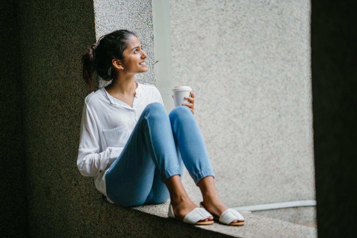 Biała koszula damska – do jakich okazji pasuje?