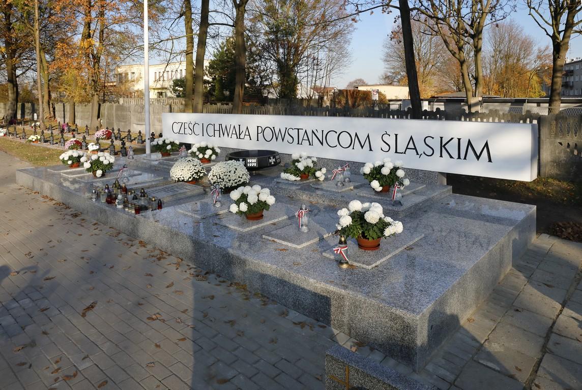Renowacja Pomnika Powstańców Śląskich na cmentarzu komunalnym w Oleśnie