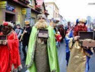 Trzej Królowie przeszli ulicami Praszki