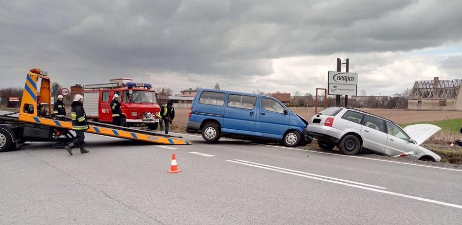 Wypadek dwóch samochodów w Praszce