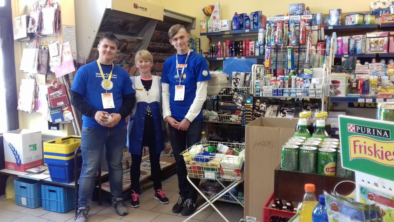 Wolontariusze z ZSZ Olesno zebrali 587 kilogramów produktów spożywczych dla potrzebujących