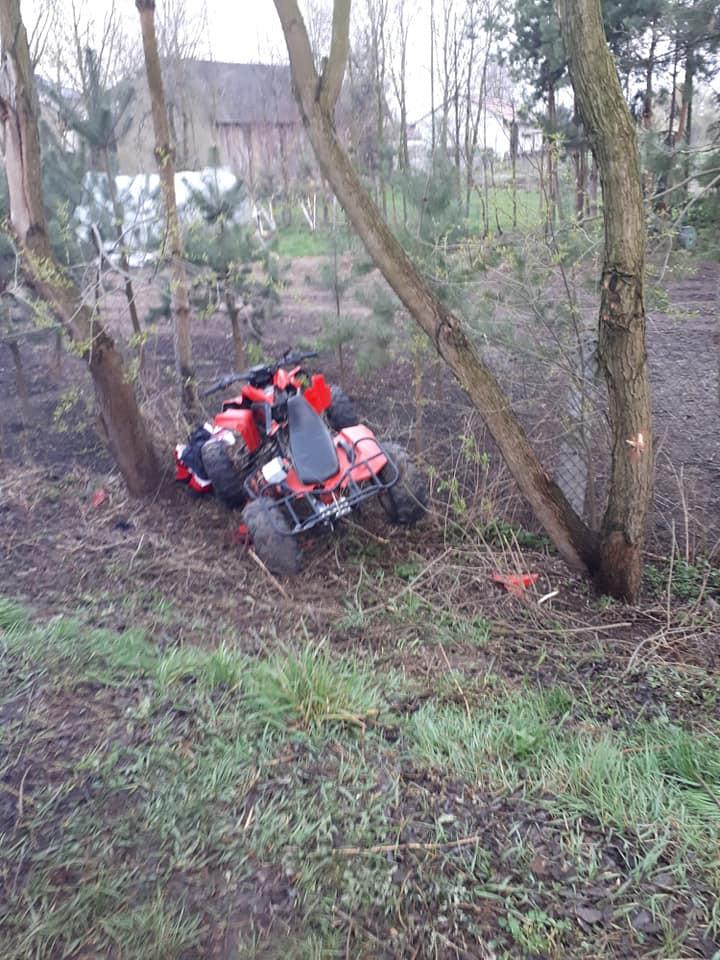 Quad uderzył w drzewo. Dwie osoby zabrane śmigłowcem do szpitali