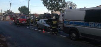 Samochód uderzył w budynek pizerii