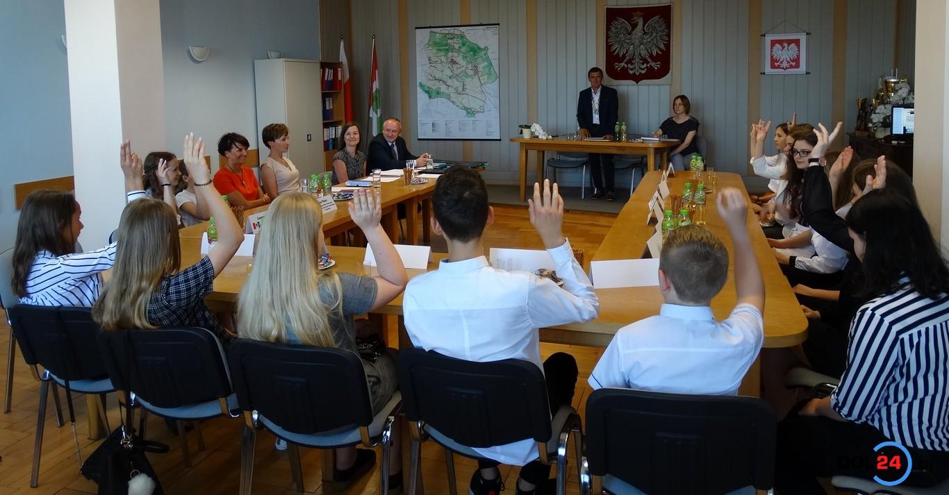 Mieszkańcy Rudnik zobowiązani do noszenia uśmiechu – tak zdecydowała I Dziecięca Rada Gminy Rudniki