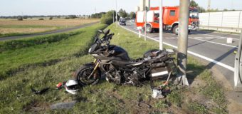 Wypadek motocykla z osobówką na obwodnicy Dobrodzienia