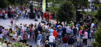 Tłumy na oficjalnym otwarciu oleskiej promenady
