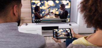 Polacy oglądają telewizję przez internet
