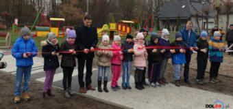 Nowy plac zabaw w Dobrodzieniu oficjalnie otwarty