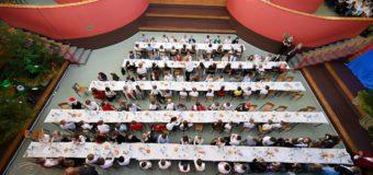 Cała szkoła na wspólnej wigilii. Uczta dla pół tysiąca osób