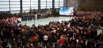 Olescy uczniowie połamali się opłatkiem z prezydentem