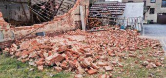 Wichura w powiecie oleskim. Uszkodzone dachy i budynki