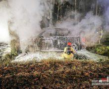 Pożar samochodu na drodze powiatowej