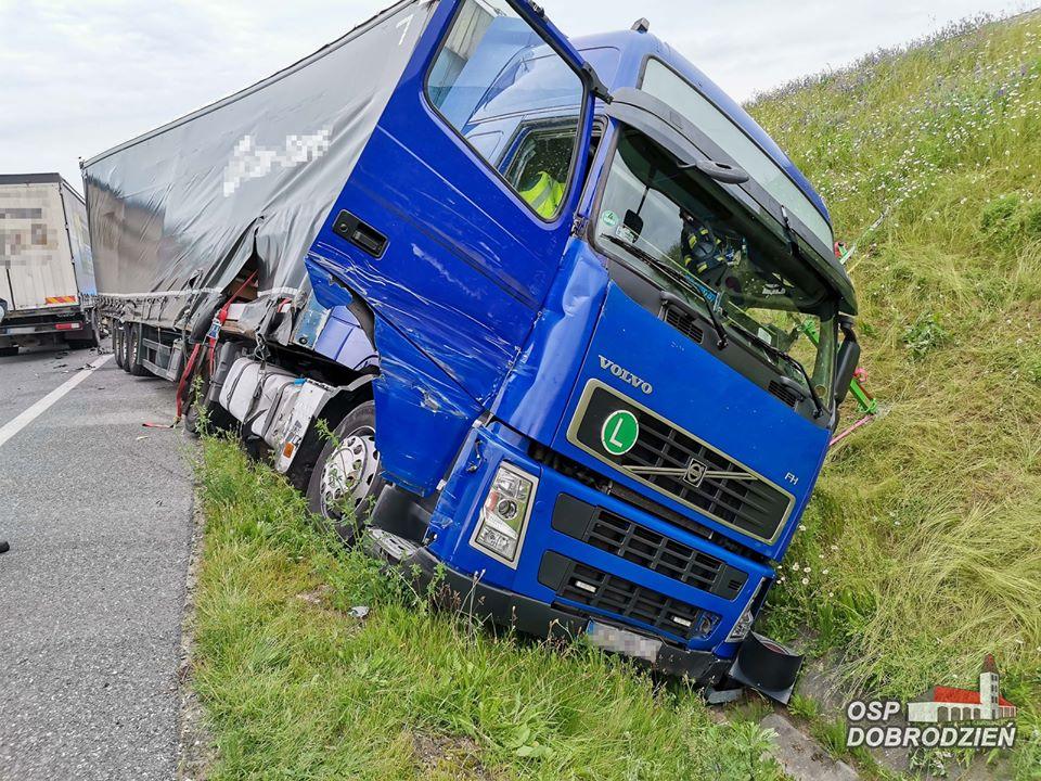Wypadek dwóch ciężarówek na obwodnicy Dobrodzienia