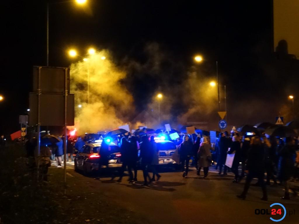 """Tłumy na strajku kobiet w Oleśnie! """"Podczas marszu miałyśmy ciarki"""""""