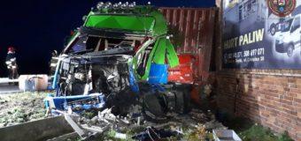 Zderzenie dwóch samochodów ciężarowych. Działania służb trwały wiele godzin