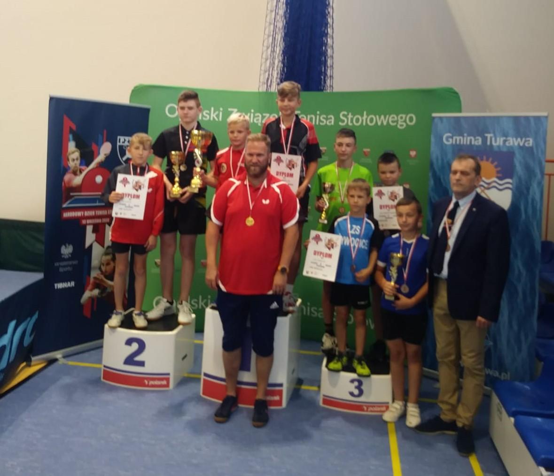 Młodzi tenisiści OKS-u Olesno na podium województwa