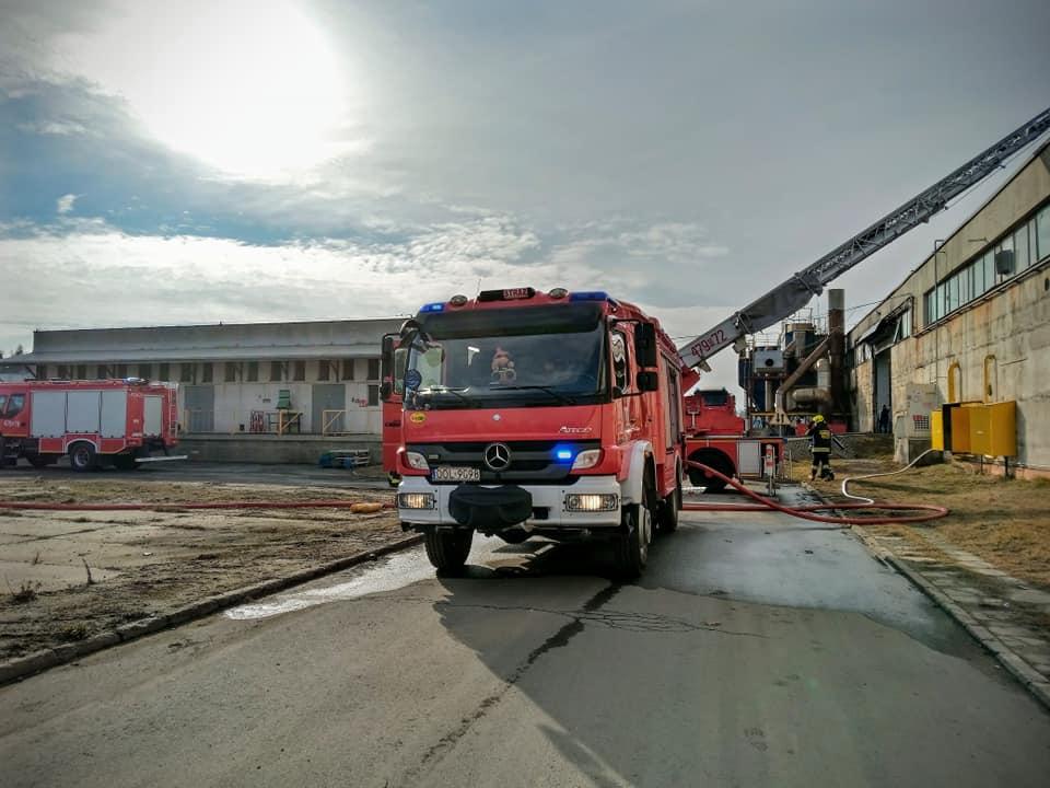 Pożar w zakładzie w Praszce. W akcji 14 zastępów