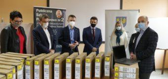 402 laptopy otrzymają nauczyciele szkół podstawowych w powiecie oleskim