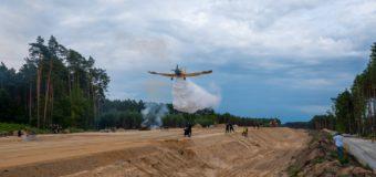 Strażacy ćwiczyli gaszenie pożaru lasu. Wojewódzkie manewry w Starym Oleśnie