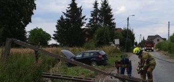 Kierujący BMW ściął słup energetyczny. Był pod wpływem alkoholu