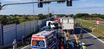 Dwa busy i ciężarówka – wypadek na obwodnicy Dobrodzienia